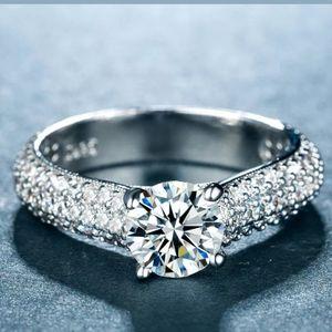 🆕Beautiful white sapphire ring 💍